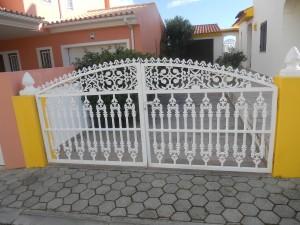 En av många vackra grindar