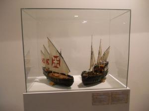 Kopior av karavellerna som seglade utefter Afrikas kust