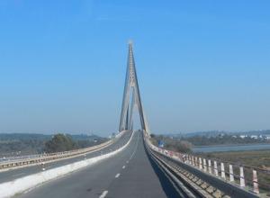 Nu åker vi över bron till Spanien igen