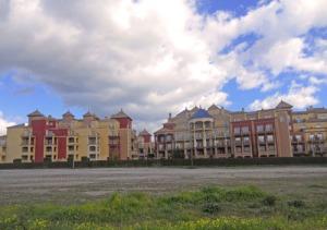 Det stora hotellet, som under tidigare år sjöd av liv, står numera helt öde under vintern