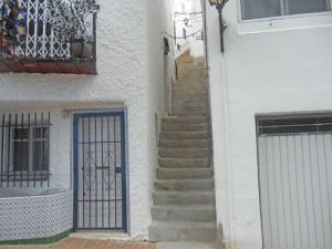 Kämpigt att bära matkassar uppför alla de här trapporna!