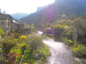 Från bron i Peyreleau är det en mycket vacker vy