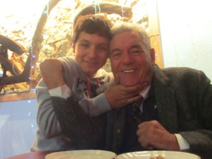 """""""Bossen"""" Eugene och hans barnbarn Elias"""