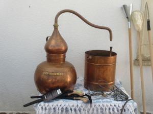 Det fanns även annat än korv att handla. det här är väl en hembränningsapparat, eller hur?