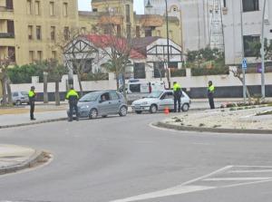 I rondellen bredvid parkeringen har polisen kontroller var och varannan dag.