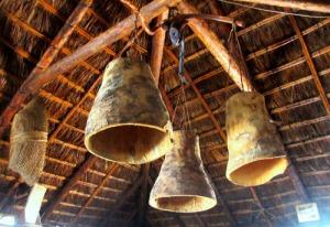 Lampor av palmstammar, mycket vackra.