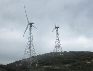 Här och var ser man fortfarande de riktigt gamla vindkraftverken