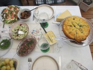 Mycket god midsommarmat bjöds det på. Tack Eila! Du är en pärla i köket!
