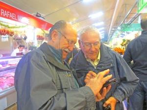 Spanjorerna är ofta tillmötesgående, när man behöver hjälp. Här används Google  :-)