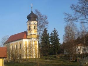 Kyrkan, som låg intill vår övernattningsplats, underhöll oss varje kvart med klockklanger
